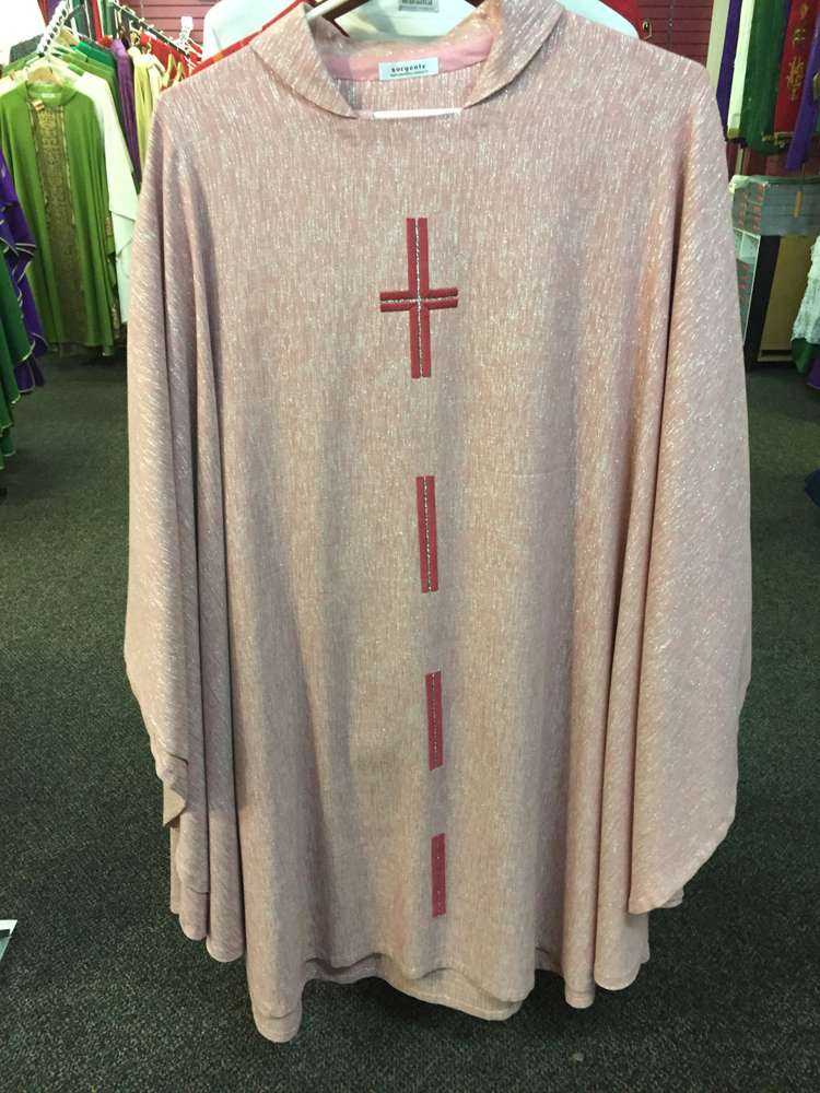 Manantial Sorgente Rose with Silver Chasuble