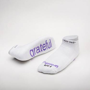 %27I am grateful%27™* White low-cut with Lilac Words/ Size Medium cmas15n, message socks, inspirational socks, i am grateful, white socks, gift, any occasion gift, clothes, c160wc