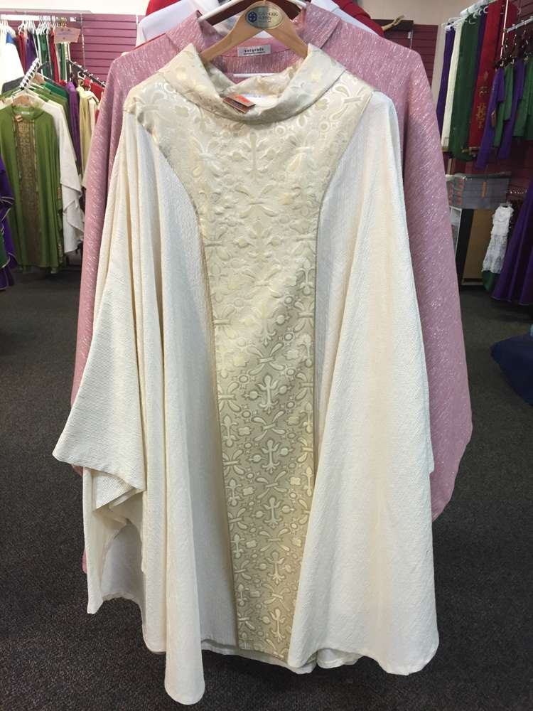 Manantial Sorgente White Chasuble with Unattached Banding