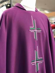 402 Esterilla Chasuble by Manantial 402, 402 esterilla, chasuble, vestment, sorgente, manantial, robe, white, red, green, red, catholic chasuble, sorgento, estrellla