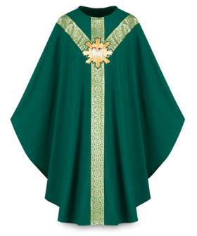 3641 Gothic Chasuble in Green Brugia Fabric with Lamb of God Emblem