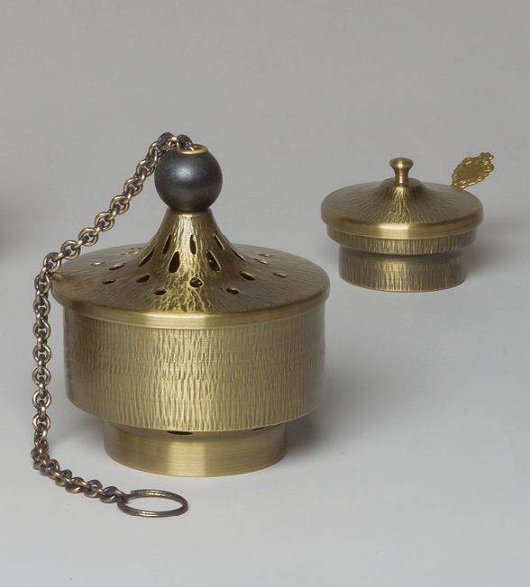 2672 Censer and Boat